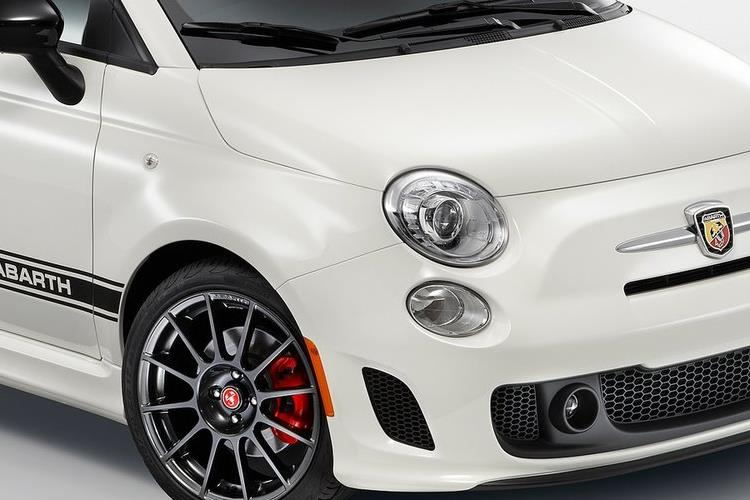 Abarth 595 C Cabrio 1.4 T-Jet 165PS Pista 70th 2Dr Manual detail view