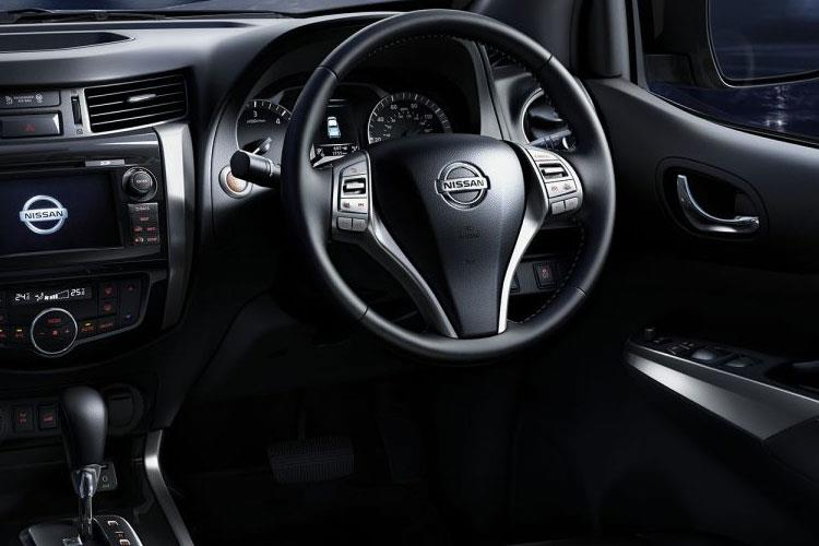 Nissan Navara PickUp DoubleCab 4wdS 2.3 dCi 4WS 190PS N-Guard Pickup Double Cab Manual [Start Stop] inside view